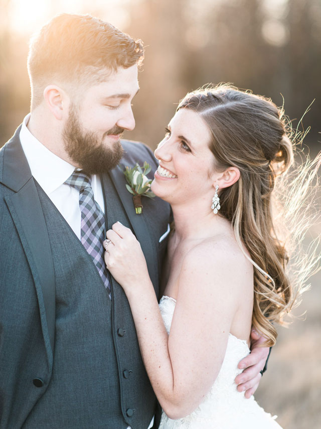A stunning winter White Sparrow Barn wedding with natural greenery and a neutral palette by Cottonwood Road Photography