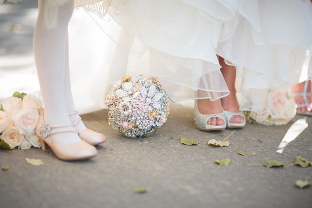 An extravagantly detailed sparkling glam blush wedding in Alberta // photo by Crown Photography: http://www.crownphotography.ca || see more on https://blog.nearlynewlywed.com