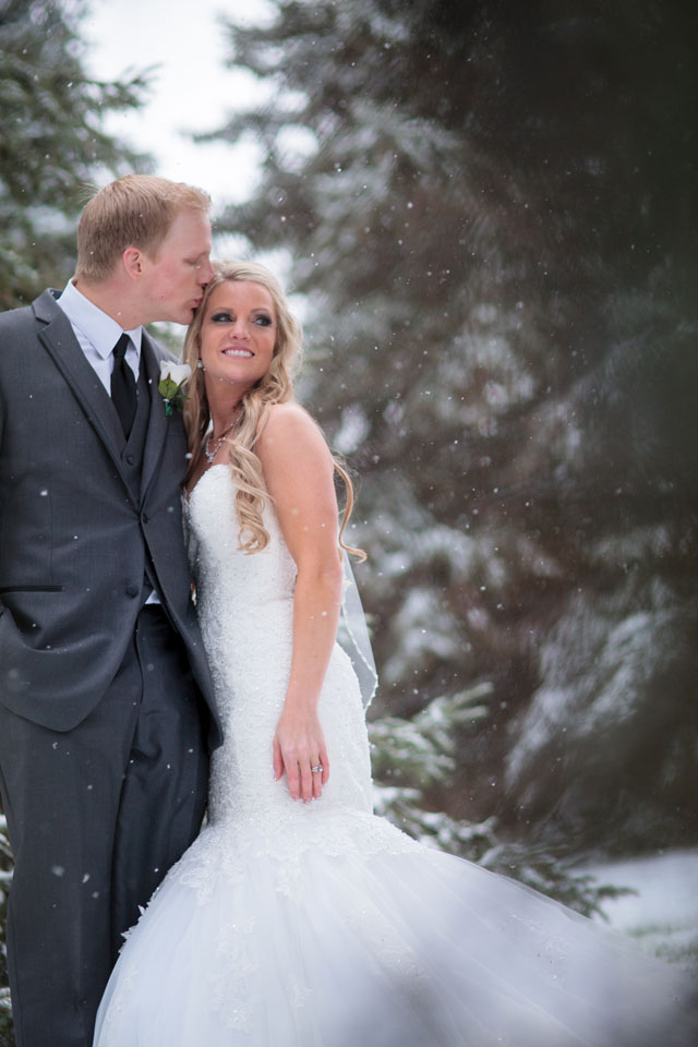 A winter wedding on the first snow fall of the season in a palette of Tiffany blue and silver | Crown Photography: crownphotography.ca