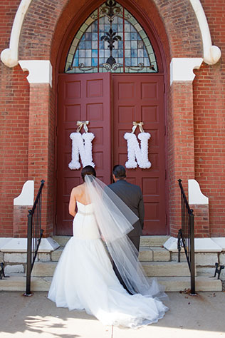 A perfectly chic and elegant white and gold Missouri winery wedding by Dana Tate Wedding Photographer