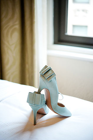 An intimate pop up wedding at The Art Institute of Chicago // photo by Elizabeth Nord Photography: http://www.elizabethnord.com || see more on https://blog.nearlynewlywed.com