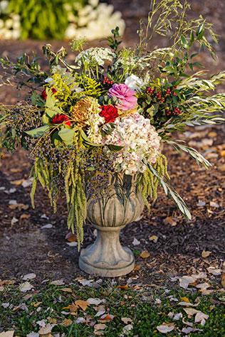 A stunning outdoor fall wedding at The Oaks at Salem | Erin Costa Photography: erincostaphoto.com