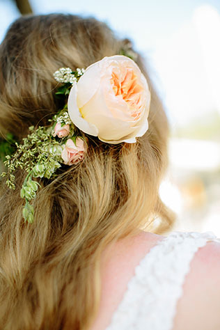 A gorgeous wedding on the cliffs in La Jolla with a pastel color palette | heidi-o-photo: heidiophoto.com