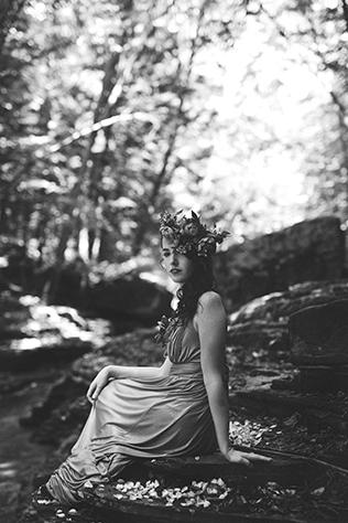 An earthy, springtime Ophelia inspired woodlands engagement session // photos by HotMetalStudio: http://www.hotmetalstudio.com || see more on https://blog.nearlynewlywed.com