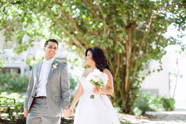 A glitter DIY wedding on a med school budget with aqua, pink and gold details in Sanibel // photos by Hunter Ryan Photo: http://www.hunterryanphoto.com || see more at: https://blog.nearlynewlywed.com/real-couples/weddings/aqua-pink-gold-glitter-diy-wedding/
