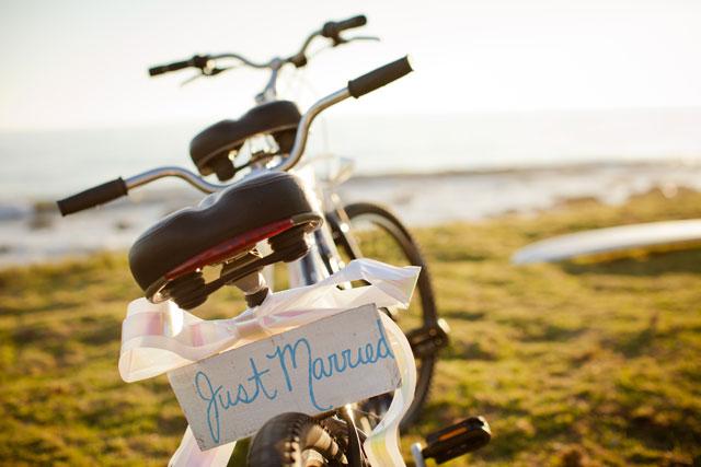 A gorgeous boho chic beach wedding with a Jewish ceremony | I Heart My Groom: iheartmygroom.com