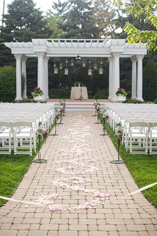 A floral-filled outdoor wedding at The Patrick C. Haley Mansion | Jennifer Kathryn Photography: http://www.jenniferkathryn.com