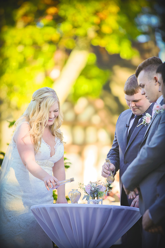 A romantic autumn wedding with soft colors and lace details // photos by JMM Photography: http://www.jmmphotography.us    see more on https://blog.nearlynewlywed.com