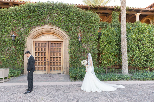 A glamorous champagne and blush country club wedding in Phoenix by Karlee K Photography