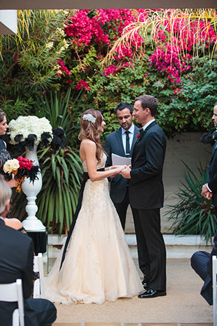 A funky and modern black and white wedding at the Parker Palm Springs // photos by Kathleen Geiberger Art: http://KathleenGeibergerArt.com    see more on https://blog.nearlynewlywed.com