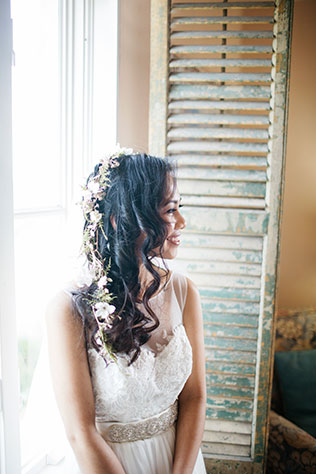 A beautifully light and airy pastel wedding at Le San Michele with donkeys by Kayla Jannika Photography