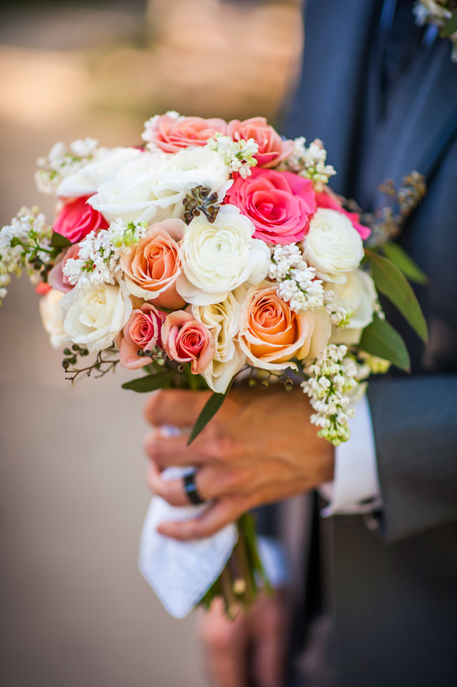 A casual and intimate coral botanical garden wedding in Las Vegas | KMH Photography: http://www.kmh-photography.com