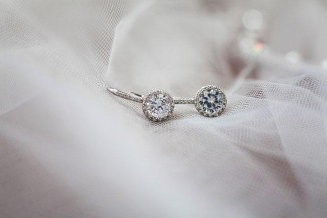 A rainy wedding day at the Mooreland Mansion with vintage details | La Candella Weddings: http://www.lacandellaweddings.com