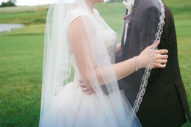 A sweet and joy-filled rustic wedding at The White Barn | La Candella Weddings: http://www.lacandellaweddings.com