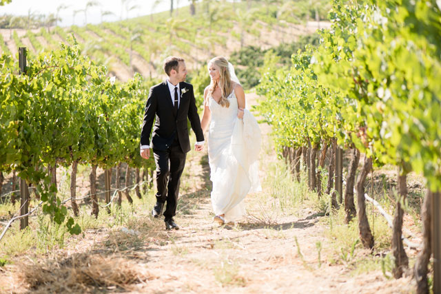A summer wine country wedding with a neutral white palette by Leah Marie Photography