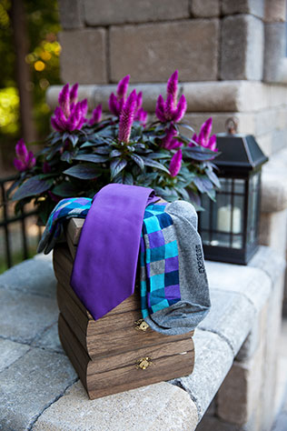 A lovely purple wedding in Virginia with a London motif | Leigh Skaggs Photography: http://www.leighskaggsphotography.net