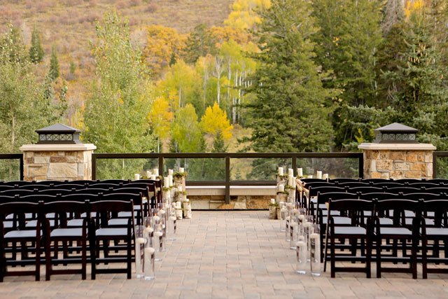 A luxe mountain wedding at the St. Regis Deer Valley surrounded by fall foliage and beautiful details // photo by Logan Walker Photography: http://www.loganwalkerphoto.com || see more on https://blog.nearlynewlywed.com