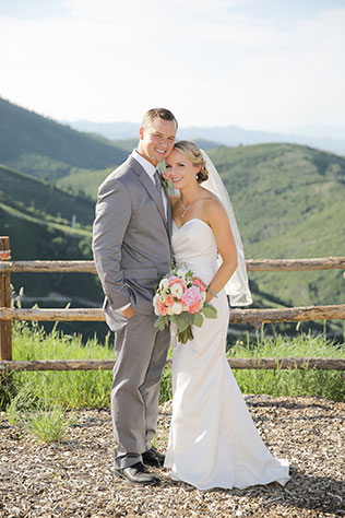 A preppy and chic Utah mountaintop wedding with a pink and navy palette by Logan Walker Photography