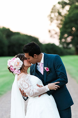 A Maleny rustic outdoor wedding with amazing DIY details and a festive pink color palette by lovers of moments