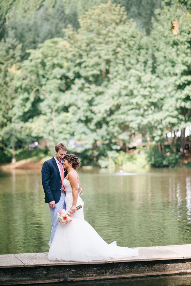 A shabby chic vintage summer lakeside wedding in Oregon | Lydia Messenger Photography: lydiamessengerblog.com