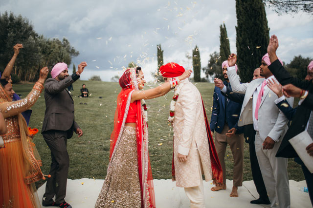 A gorgeous and traditional Sikh wedding and Italian wedding ceremony in Umbria by Matteo Crescentini Photography
