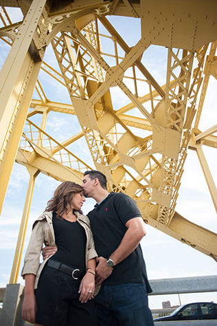 A sweet urban engagement session in Pittsburgh with sunflowers // photos by Meaghan Elliott Photography: http://www.mephotography.com || see more on https://blog.nearlynewlywed.com