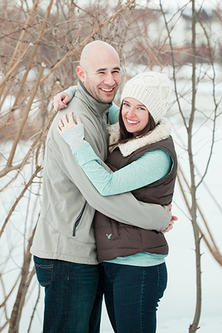 Hot cocoa and marshmallows aplenty for a cozy winter engagement session in Virginia // photos by Megan Chase Photography: http://meganchasephotography.com    see more at: https://blog.nearlynewlywed.com/real-couples/engagements/cozy-winter-engagement-session/