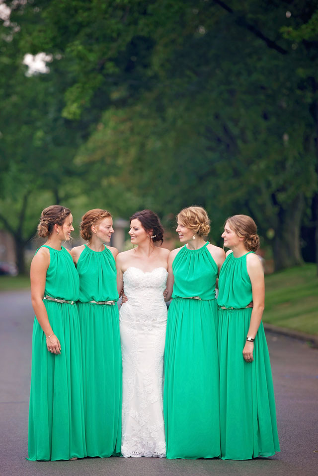 A beautiful emerald and gold hued art gallery wedding in Ontario by Melissa Avey Photography