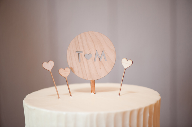 An adorably sweet music themed wedding with DIY details like pop rocks candy and mini records // photos by Michelle Johnson Photography: http://www.michellejohnsonphotography.com || see more on https://blog.nearlynewlywed.com
