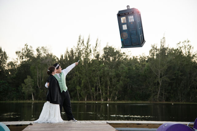 A couple of Dr. Who fans' day after session in Tree Tops Park // photo by Minerva Photography: http://www.MinervaPhotography.com || see more on https://blog.nearlynewlywed.com