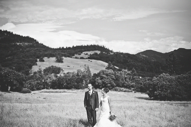 An intimate and rustic Oregon mountain wedding at the bride's childhood home // photos by Nakalan McKay Photography: http://nakalanmckay.com    see more on https://blog.nearlynewlywed.com