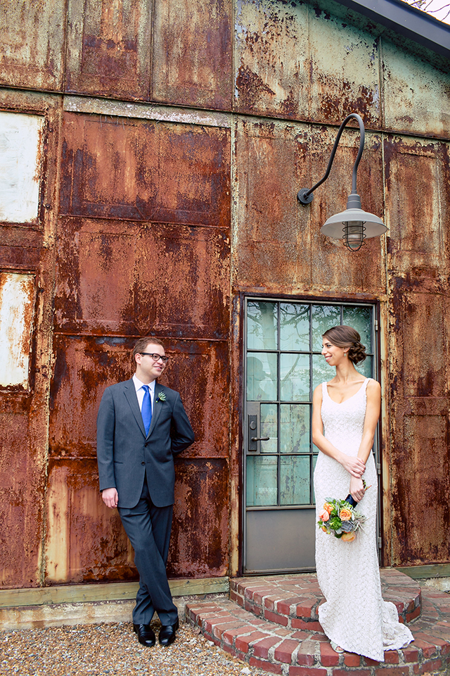 An intimate and elegant industrial wedding in Atlanta // photos by (once like a spark) photography: http://www.oncelikeaspark.com || see more on https://blog.nearlynewlywed.com