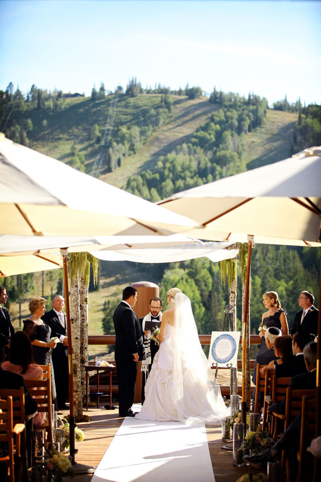 A gorgeous Jewish wedding celebration in the mountains of Utah with violinist Lindsey Stirling as musical guest // photos by Pepper Nix Photography: http://www.peppernix.com || see more on https://blog.nearlynewlywed.com