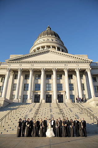 An Old Hollywood glam winter wedding in gold and silver at the Utah State Capitol | Pepper Nix Photography: http://www.peppernix.com