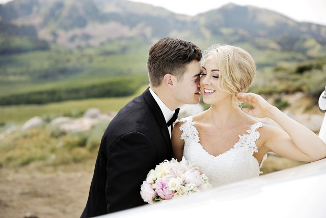 A romantic, subtly vintage mountaintop wedding in Utah with a pastel palette of blush, gold and ivory // photo by Pepper Nix Photography: http://www.peppernix.com || see more on https://blog.nearlynewlywed.com