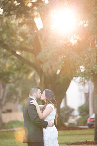 A sweet winter engagement shoot in Winter Park, Florida | Rachel V Photography: http://www.rachelvphotography.com