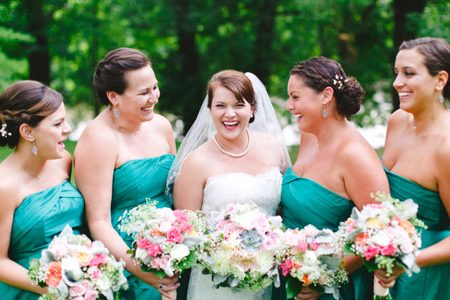 A stylish wedding at Riverdale Manor with rich shades of emerald and soft hints of blush, mint and gold | Stephanie Yonce Photography: stephanieyoncephotography.com