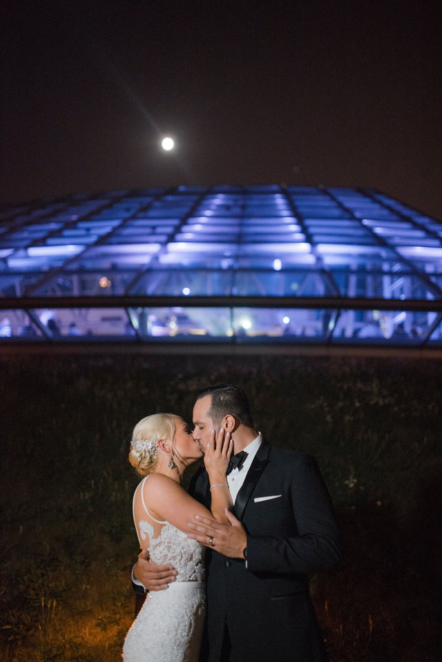 A classic black tie planetarium wedding in Chicago by Steve Scap Photography