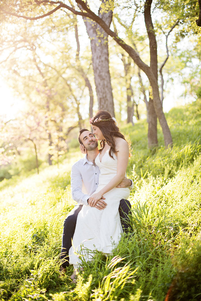 A romantic golden hour engagement session in Dallas - part bohemian, part urban chic | Swan Photography: http://swanphotographytx.com