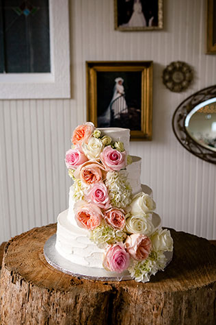 A rustic yet chic Nashville wedding with a neutral palette of blush and ivory by Erin Lee Allender Photography