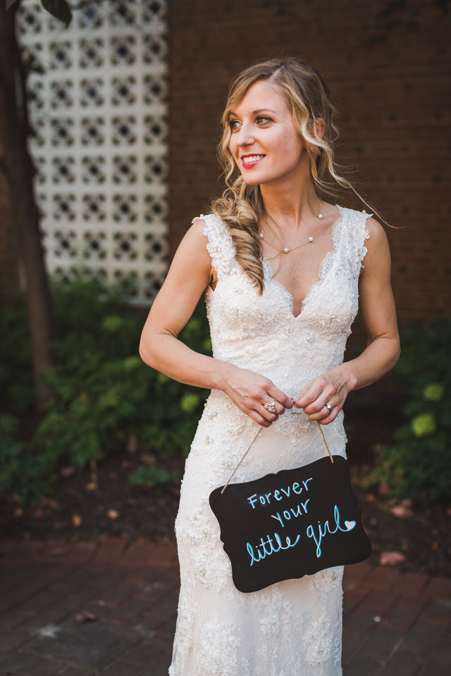 A summertime Mankin Mansion wedding in Richmond with fabulous food, honey wedding favors and lots of greenery by The Girl Tyler