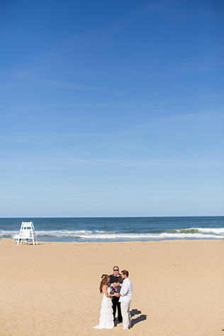 An intimate boho beach elopement in Virginia Beach // photos by T.Y. Photography: http://trulyty.com    see more on https://blog.nearlynewlywed.com