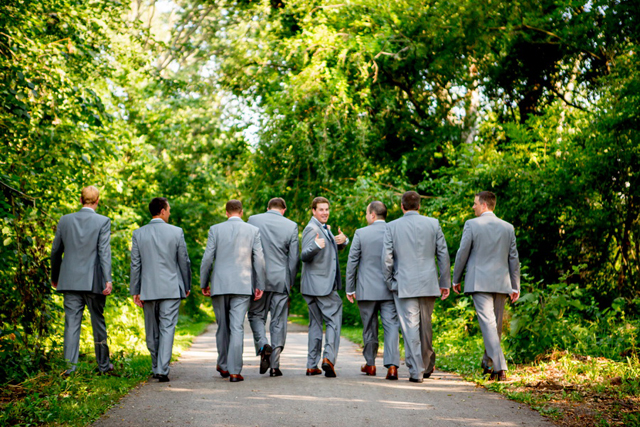 A cheerful summer wedding with vintage details by Victoria Sprung Photography || see more on blog.nearlynewlywed.com